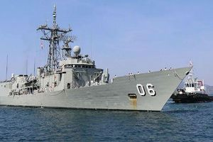 Bất ngờ lý do tàu khu trục Australia đành 'bỏ xó'