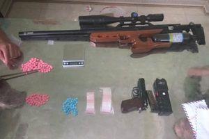 Nhiều 'hotgirl' phê ma túy trong khách sạn, khám xét thu giữ súng đạn