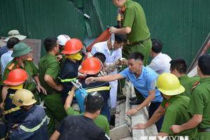 Hà Tĩnh: Một người bị thương nặng phải nhập viên khi phá dỡ nhà cũ