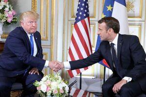 Ông Trump nhăn nhó vì cú bắt tay siết mạnh của Tổng thống Pháp Marcon