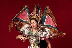 H'Hen Niê từng có 5 bộ trang phục dân tộc xuất thần không kém 'Bánh mì', Miss Universe 2019 nên cân nhắc?