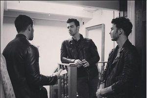 Nick Jonas chia sẻ về việc nhẫn trinh tiết đã ảnh hưởng như thế nào đến anh và toàn bộ nhóm Jonas Brothers