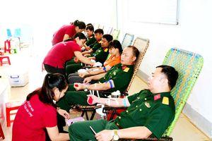 Gần 300 người lao động Binh đoàn 15 tham gia hiến máu tình nguyện