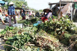 Tấp nập chợ 'lá mùng 5' dịp tết Đoan Ngọ ở Quảng Nam