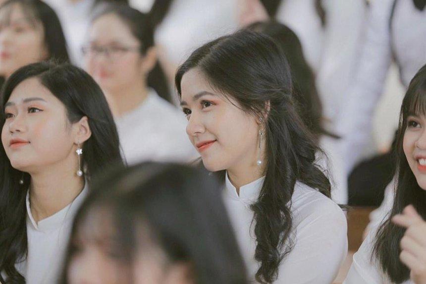 Nữ sinh Lào Cai xinh đẹp được tuyển thẳng đại học, mơ ước thành doanh nhân