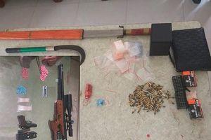 Thu nhiều ma túy, súng đạn sau vụ bắt quả tang nhóm thanh niên 'bay lắc' trong khách sạn