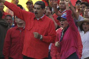 Tổng thống Venezuela ra lệnh mở biên giới với Colombia