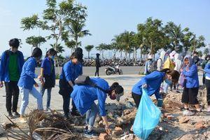Đà Nẵng: 2.000 người nhặt rác, làm sạch các bãi biển