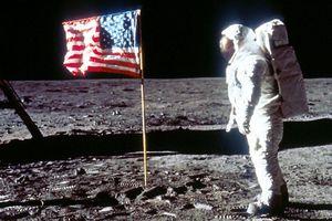 Ông Trump bất ngờ chỉ trích sứ mệnh Mặt Trăng của NASA