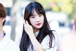 Ngoại hình đẹp, làn da trắng, môi đỏ mọng của 'nàng Bạch Tuyết' Kpop