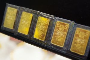 Bloomberg: Đi mua nhà, người Việt Nam vẫn cầm theo vàng và tiền mặt