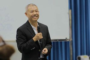 GS Trương Nguyện Thành về nước làm việc cho ĐH Văn Lang