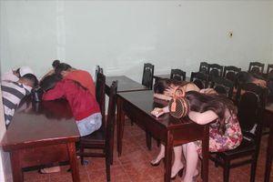 50 thanh niên nam nữ 'phê' ma túy lắc lư trong quán karaoke