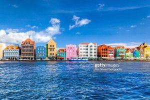 Khám phá thành phố cầu vồng đẹp rực rỡ tại Curacao