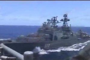 Tàu Nga bẻ lái gấp vì chiến hạm Mỹ chạy cắt mặt