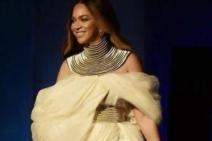 Siêu sao Beyonce mặc đầm của nhà thiết kế trẻ Việt