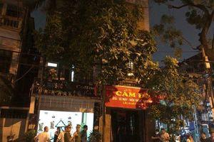 Cảnh sát giải cứu nữ chủ tiệm cầm đồ bị kẻ cầm dao uy hiếp ở Hà Nội