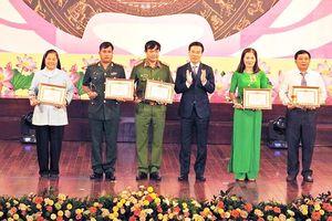Ban Tuyên giáo TƯ biểu dương gương điển hình tiêu biểu miền Trung-Tây Nguyên