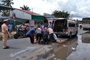 Đi nhận quà từ thiện về, gia đình ba người bị xe tải đâm