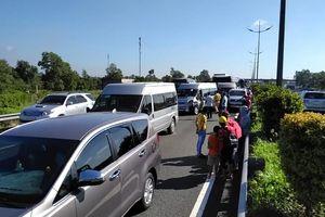 Cao tốc ùn tắc nghiêm trọng sau tai nạn liên hoàn giữa 7 ô tô