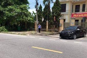 Xe ô tô chở Viện trưởng VKSND huyện va chạm với xe máy khiến 1 thiếu nữ bị thương: Có hay không việc tháo biển kiểm soát?