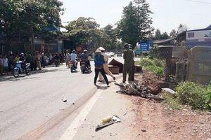 Thanh Hóa: Xe tải chở đất tông trực diện xe máy, 3 người thương vong