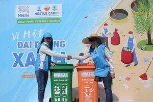 330 người nhặt hơn 1,1 tấn rác trên bãi biển Phước Hải