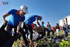 Hơn 3.000 người nhặt rác, dọn sạch bãi biển ở Đà Nẵng
