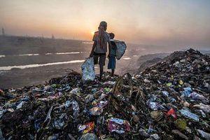 Kinh hãi núi rác khổng lồ cao 65m, rộng hơn 40 sân bóng đá ở Ấn Độ