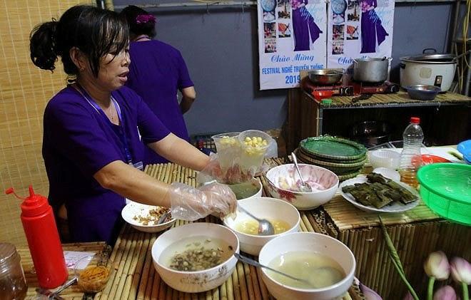 Lễ hội văn hóa Ẩm thực Hà Nội 2019 vẫn đông khách dù nắng nóng