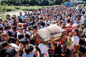 Ông Maduro mở lại biên giới với Colombia sau 4 tháng đóng cửa