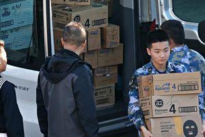 Thăm Úc, thủy thủ Trung Quốc tranh thủ gom sữa bột về làm quà