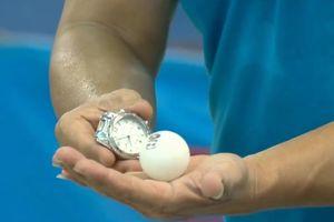 Người chơi bóng bàn bằng miệng, đồng hồ, gạch vỡ ở Đà Nẵng