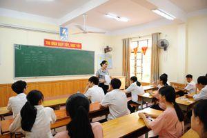 Gần 3.000 thí sinh dự thi vào 2 trường THPT chuyên Phan Bội Châu và Đại học Vinh