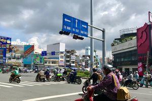 Ức chế với 1.001 kiểu dừng đèn đỏ vô ý thức ở Sài Gòn