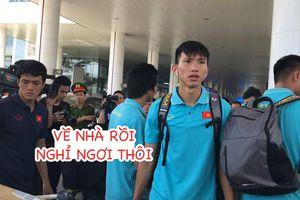 Đội tuyển Việt Nam trở về Hà Nội trong sự chào đón của người hâm mộ