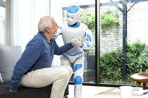 Công cụ đắc lực chăm người già cần trong tương lai gần