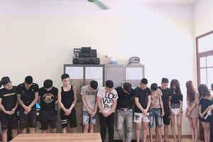 Nhóm cô gái 'thác loạn' cuối tuần cùng nhiều gã trai trong quán karaoke
