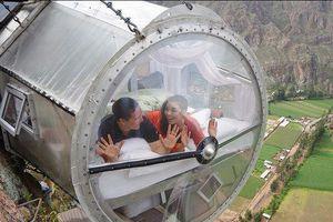 Khách sạn trong suốt lơ lửng giữa vách núi cao 400 m ở Peru