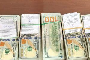Bắt giữ một phụ nữ vận chuyển 50.000 USD qua biên giới
