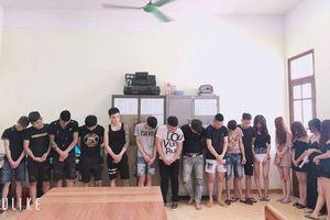 Tóm gần 20 nam nữ đang phê ma túy trong quán karaoke lúc sáng sớm