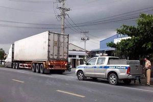 Thượng úy CSGT bị xe container cán tử vong trên đường làm nhiệm vụ