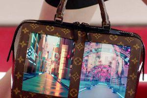 Tin được không, túi Louis Vuitton giờ còn có cả màn hình lướt web nhưng giá thì khiến ai cũng giật mình