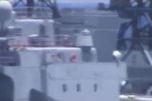 Cận cảnh tàu chiến của Nga và Mỹ suýt lao thẳng vào nhau