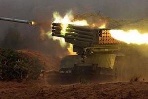 Khoảnh khắc pháo Syria phóng 'bão lửa' áp chế khủng bố ở Hama