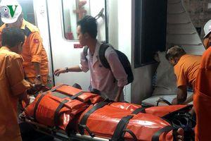 Cấp cứu khẩn cấp thuyền viên bị thương trên biển
