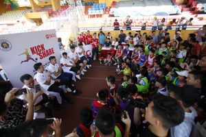 Dàn sao Hà Nội FC giao lưu cùng các Fan nhí tại 'Đá bóng và sẻ chia'