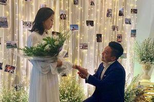 MC Liêu Hà Trinh được bạn trai kém tuổi cầu hôn sau một thời gian yêu xa
