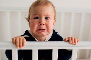 Để bé bớt quấy khóc khi mẹ vắng nhà