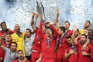 Ronaldo lần thứ hai lên đỉnh châu Âu cùng Bồ Đào Nha